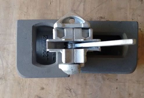 transverse double ended shipping container twist lock